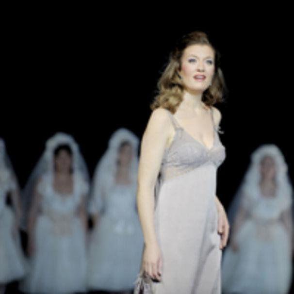 Hans Neuenfels inszeniert Verdis La traviata an der Komischen Oper Berlin