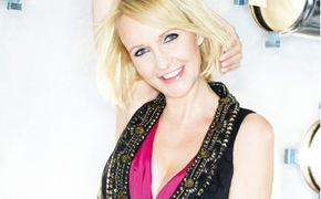Kristina Bach, Strahlende Hitsterne dringen bei dem aktuellen Album gleich im Dutzend ans Ohr