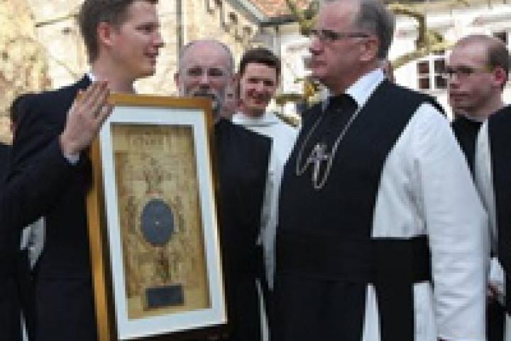 Platinauszeichnung für die Zisterzienser Mönche vom Stift Heiligenkreuz