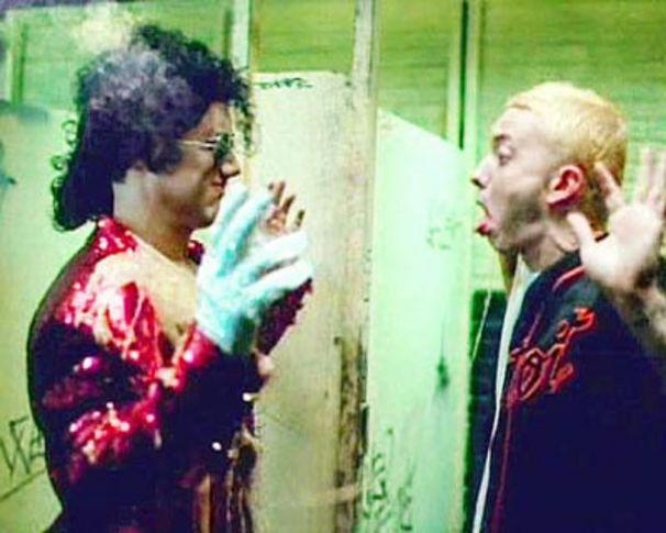 Eminem, Eminem versteigert Jacko Kostüm aus Just Lose It!