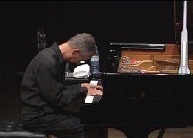 Keith Jarrett, Keith Jarrett 2002 solo in der Metropolitan Festival Hall, Tokyo. In kompletter Länge Teil der DVD Tokyo Solo.