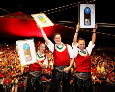 Die Jungen Zillertaler, 8500 Fans beim Open Air Wochenende in Strass / Zillertal
