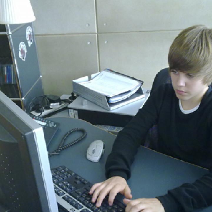 Justin Bieber Habbo Hotel