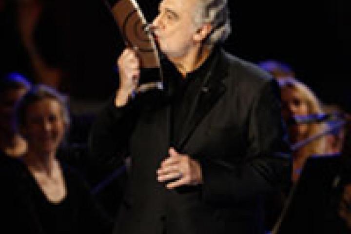 Plácido Domingo erhält den ECHO Klassik 2009 für sein Lebenswerk © Brauer