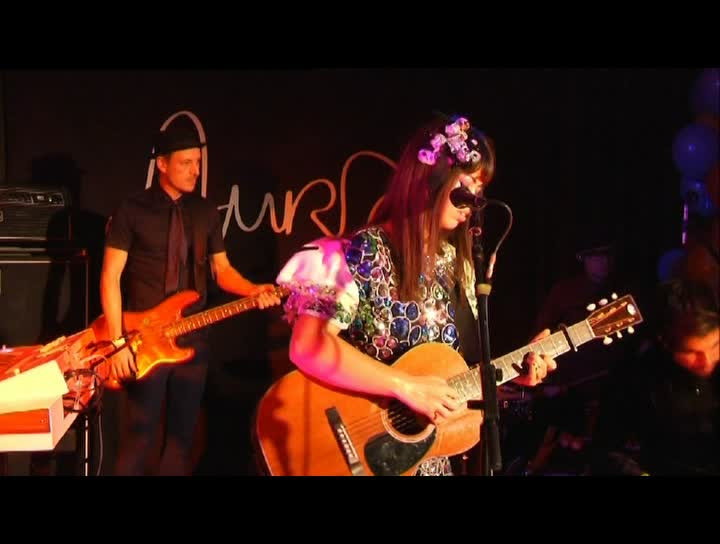 Aura Dione Showcase Berlin - Are You For Sale (Live)