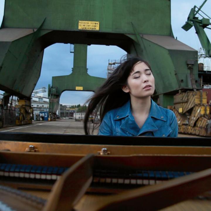 Alice Sara Ott – Chopin Waltzes ©Yoliswa Gaertig