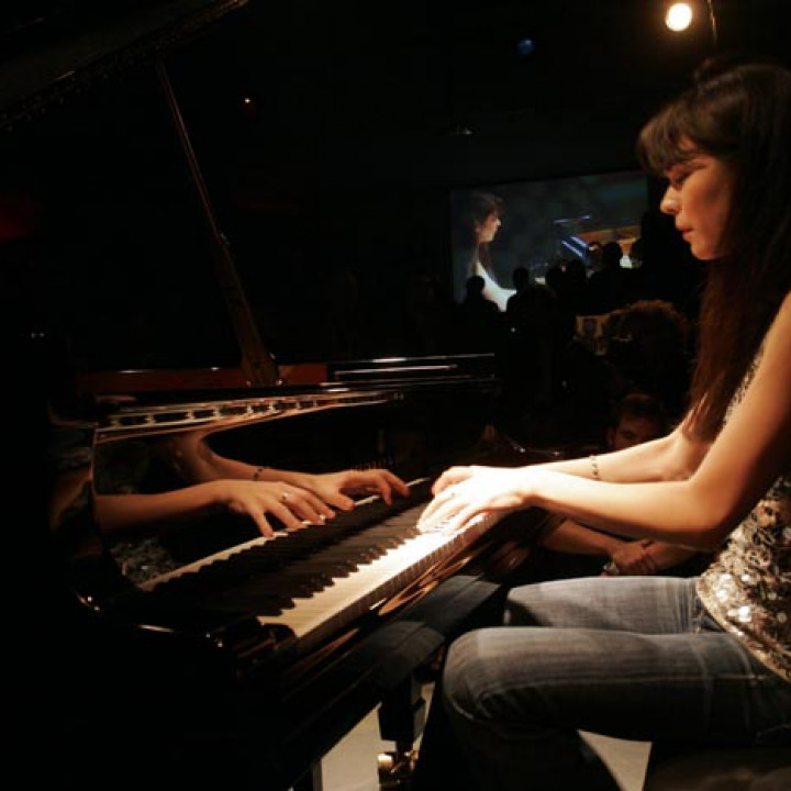 Yellow Lounge 7.12.09 — Alice Sara Ott © XAMAX