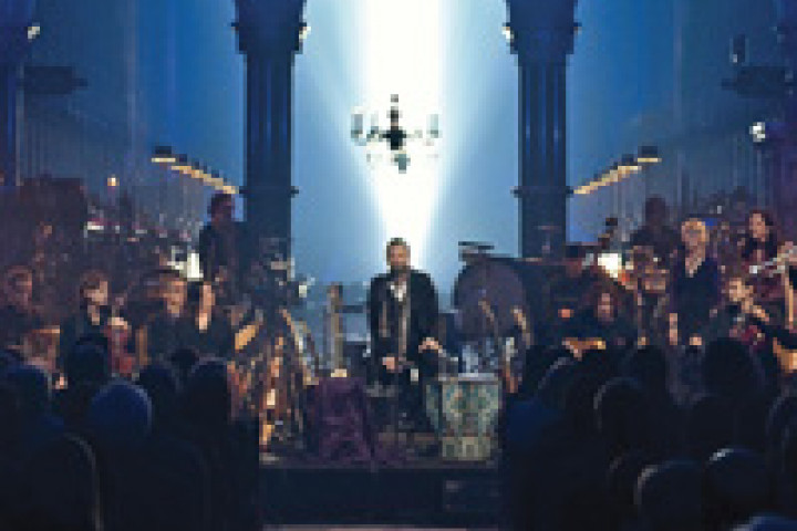 "STING, Live from Durham Cathedral 2009. Ausschnitt der DVD ""If On A Winter's Night"" © Clive Barda / DG"