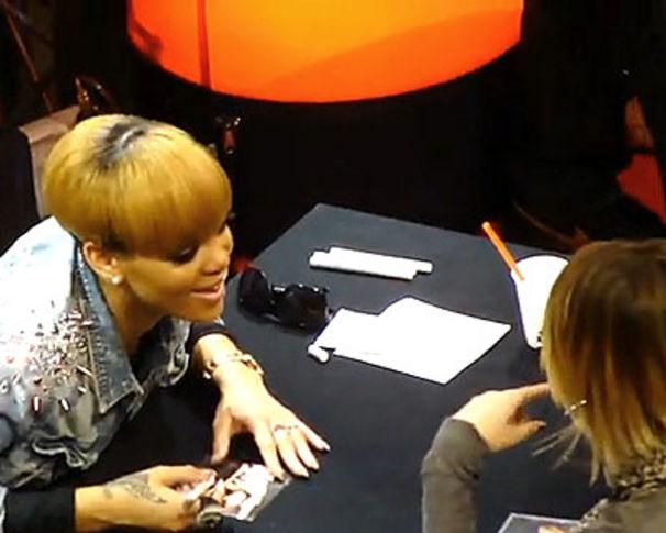 Rihanna, Seht Clips von Rihanna's Autogrammstunde in Berlin