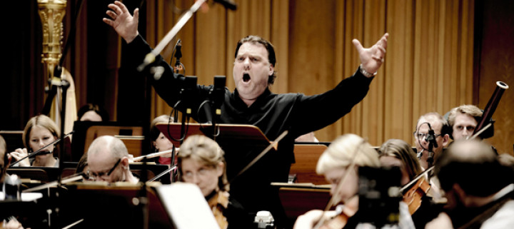 Bryn Terfel with Orchestra © Mat Hennek