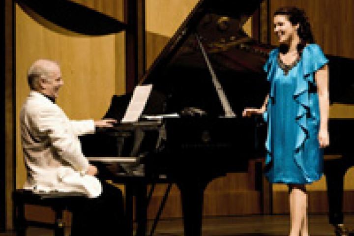Daniel Barenboim und Anna Netrebko am Flügel in Salzburg ©Harald Hoffmann
