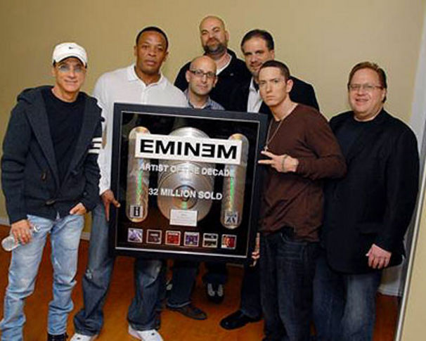 Eminem, Eminem nimmt Artist Of A Decade Award in Empfang