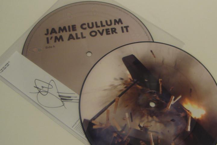 "Gewinnspiel - signierte Vinyl ""I'm All Over It"""