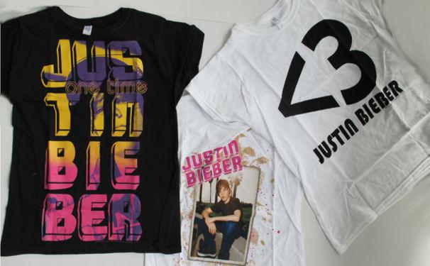 Justin Bieber, Gewinne eines von drei Justin Bieber T-Shirts