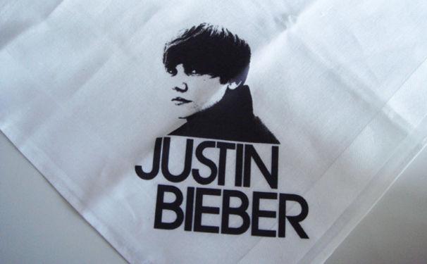 Justin Bieber, Neue Single mit JB-Taschentuch