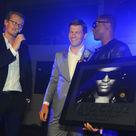 Taio Cruz, Universal Music überreicht den Gold Award an Taio Cruz