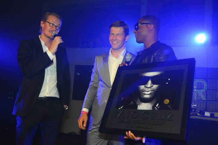 Universal Music überreicht den Gold Award an Taio Cruz