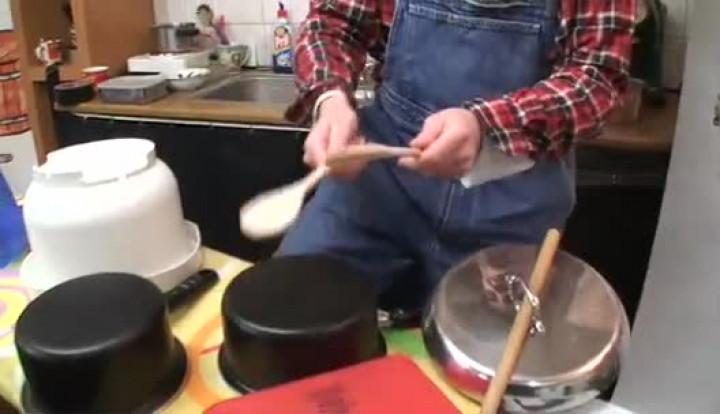 Mukketier TV - Wie baut man ein Küchenschlagzeug?