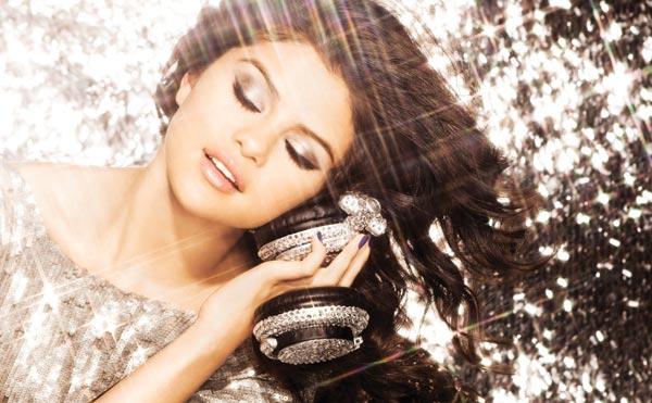 Selena Gomez, Selena im Live-Chat auf YouTube