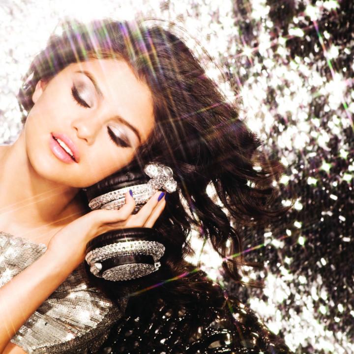 Selena Gomez Pressebilde 02 2010