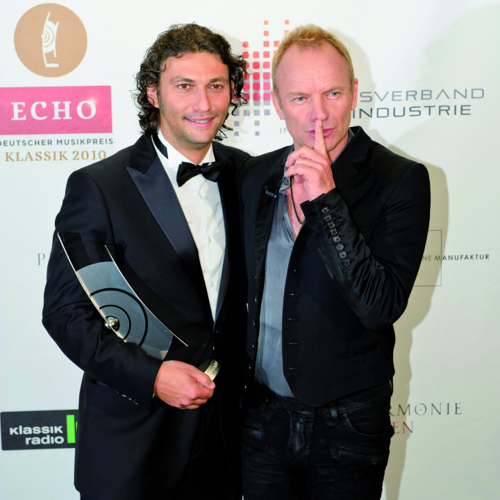 Sting und Jonas Kaufmann mit dem ECHO Klassik 2010 ©Stefan Höderath