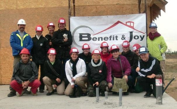 Bon Jovi, Benefit & Joy - Bon Jovi Fans auf Baureise
