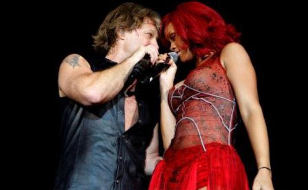 Rihanna, Bon Jovi mit Rihanna auf der Bühne