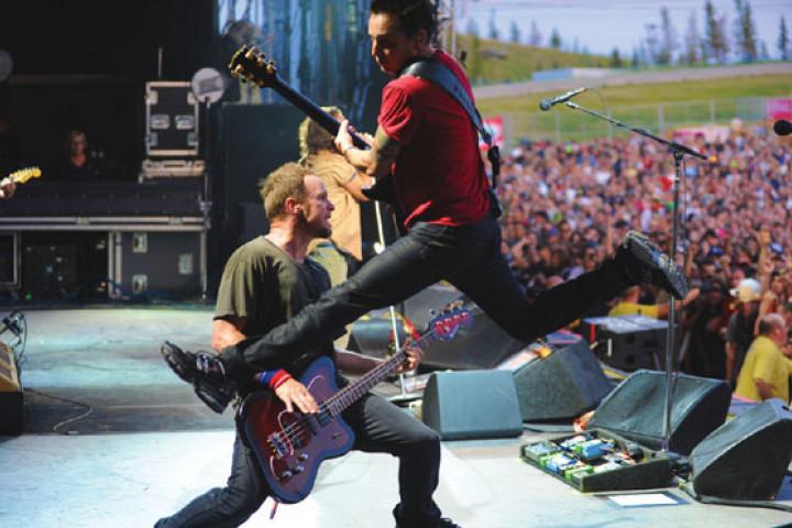 Pearl Jam LIVE ON TEN LEGS 2011 01
