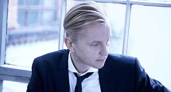 Max Raabe, Der Charmeur - Die neue Single Küssen kann man nicht alleine von Max Raabe