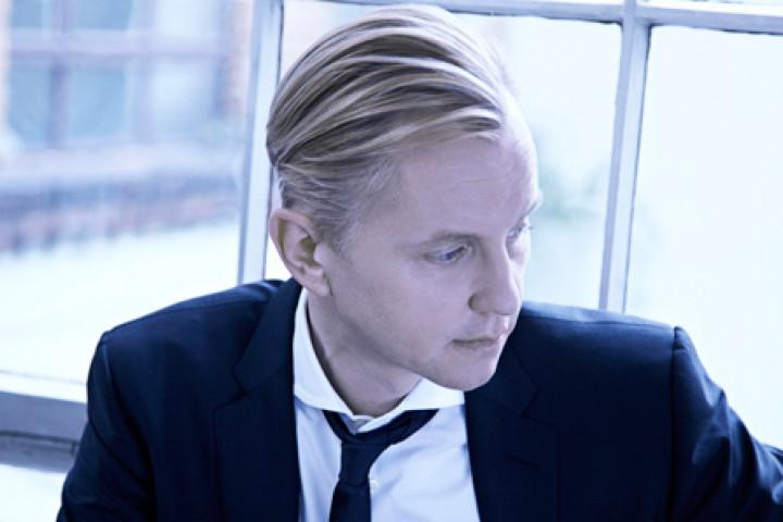 Max Raabe 2011 Küssen kann man nicht alleine © Universal Classics & Jazz / Gregor Hohenberg