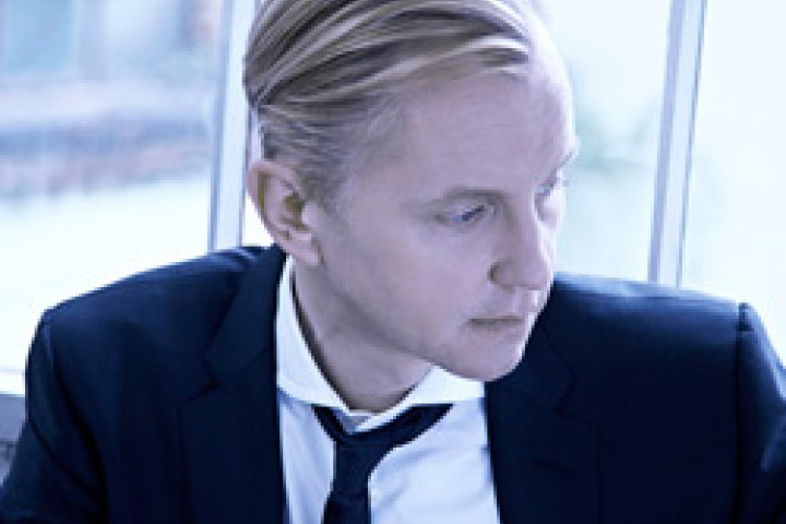 Max Raabe Küssen kann man nicht alleine © Olaf Heine