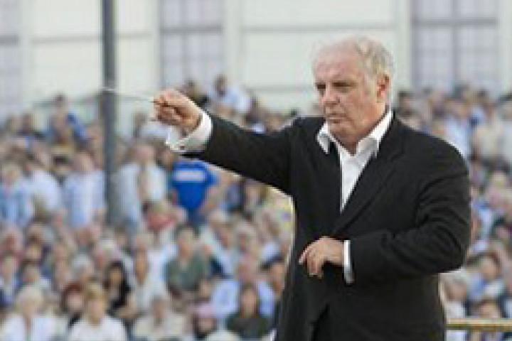 Daniel Barenboim dirigiert die Staatskapelle auf dem Bebelplatz © www.staatsoper-berlin.de