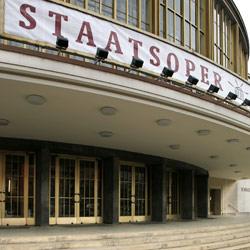 Daniel Barenboim, Jürgen Flimm und Daniel Barenboim stellen das Programm der 2. Spielzeit der Staatsoper im Schiller Theater vor