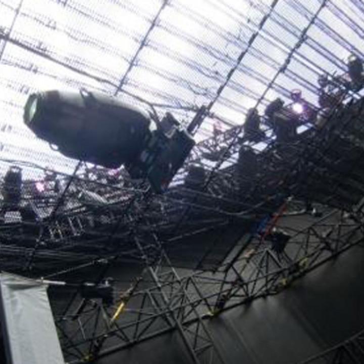 Bon Jovi Tour: Blick von unten auf das Stahlgerüst