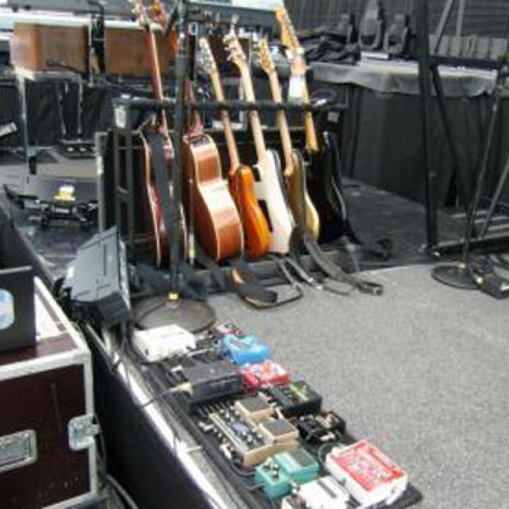 Bon Jovi Tour: Richies Gitarren auf der Bühne