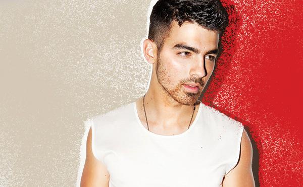 Joe Jonas, Geht mit Britney Spears auf Tournee