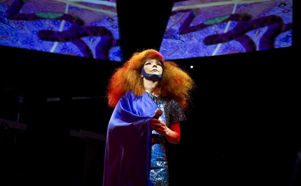 Björk, Mega-Comeback mit neuer Single Crystalline
