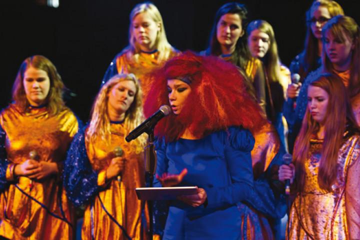 Björk Show Manchester 2011 02