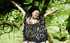 Velile Mchunu, Hol dir Lion Queen für nur 7,99€ bei iTunes!