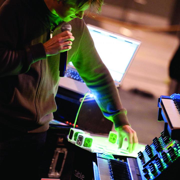 Björk Pressefoto 37/2011