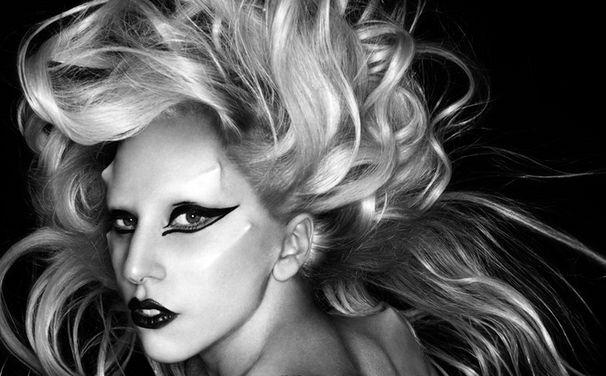 Lady Gaga, Für Yoü And I als Mann verkleidet
