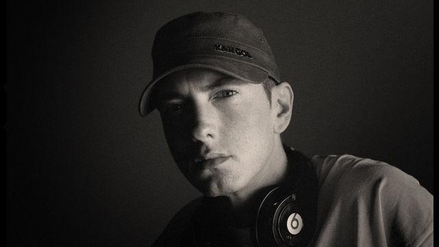 Eminem, Rätselhafte Fotos seines Elternhauses: Was kündigt Eminem mit zahlreichen Social-Media-Meldungen an?