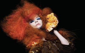 Björk, Biophilia unter den Top 50 Alben auf nme.com