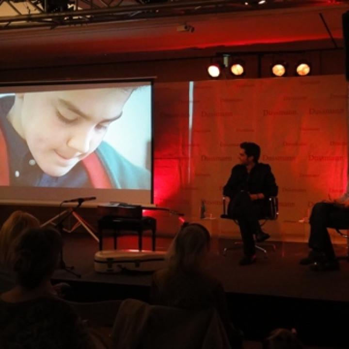 Milos bei Dussmann im Interview c Dussmann das KulturKaufhaus GmbH