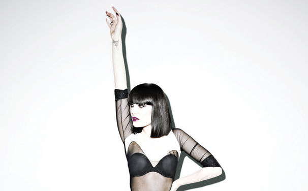 Jessie J, Jessie J ziert das November-Cover des ELLE UK Magazins