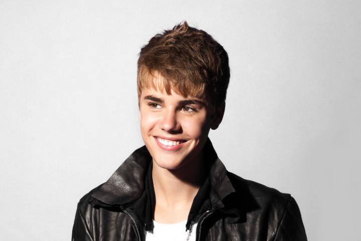 Justin Bieber Under The Misteltoe 3