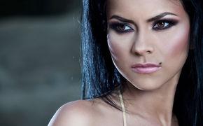 Inna, Ab jetzt als Download: Inna veröffentlicht ihre Single Caliente