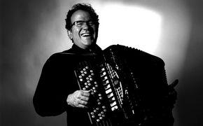 Richard Galliano, Zärtliche Quetschkommode - Auf seinem neuen Album präsentiert Richard Galliano Werke von Mozart