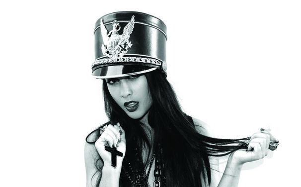 Natalia Kills, Gewinnt eine von vier Natalia Kills Wonderland Picture Vinyls