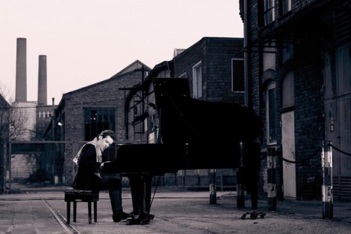 Ingolf Wunder am Klavier 2011